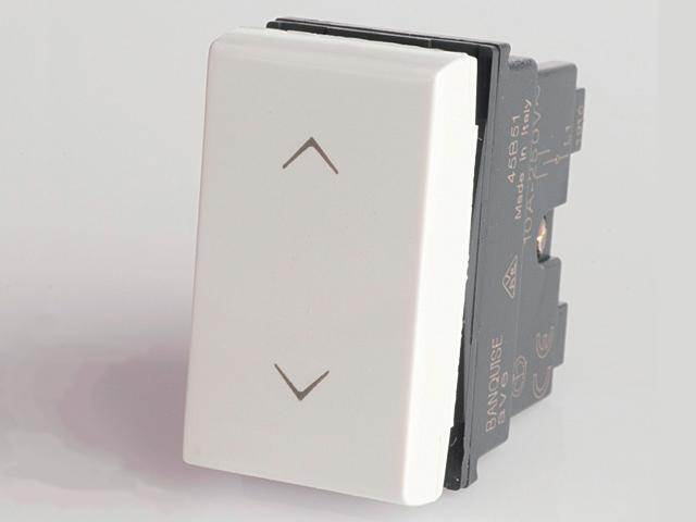 001YE0032 Выключатель без фиксации, белый